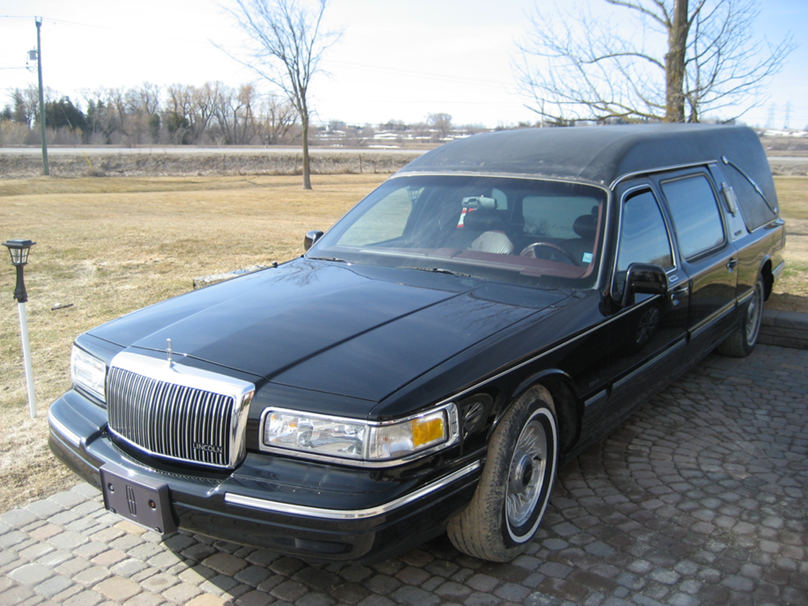 1997 Lincoln Eureka Hearse Front View