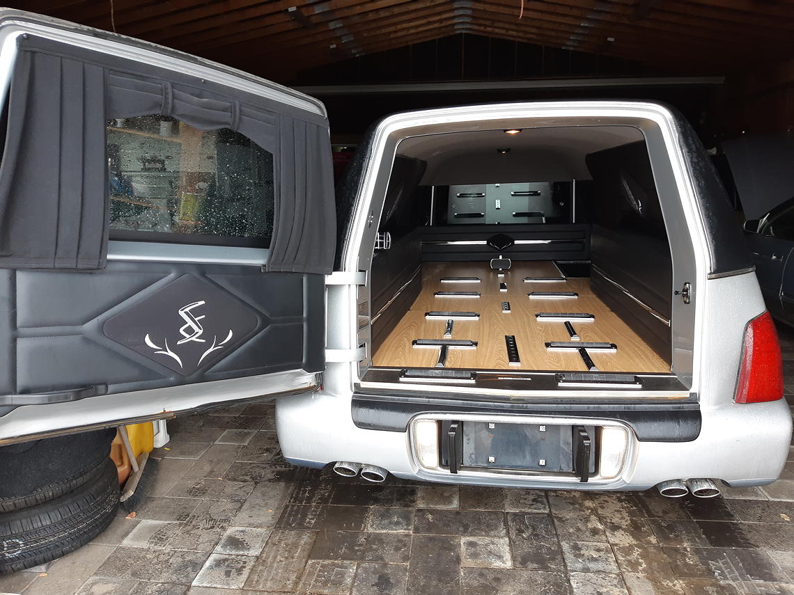 2002 Superior hearse interior